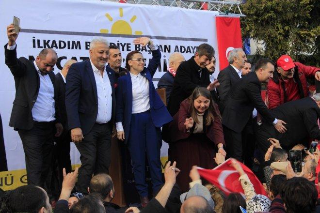 İYİ Parti İlkadım Belediye Başkan Adayı Necattin Demirtaş Cumhuriyet Meydanı'nda Miting Yaptı