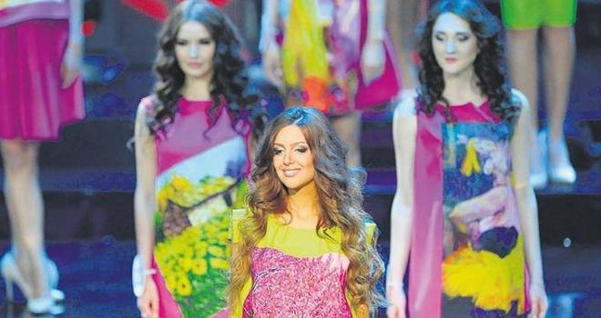 2015 Miss Moskova güzeli Oksana müslüman oldu ve Malezya Kralı Muhammed ile evlendi