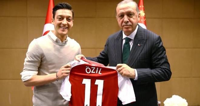 Mesut Özil Alman Milli Takımından ayrıldı