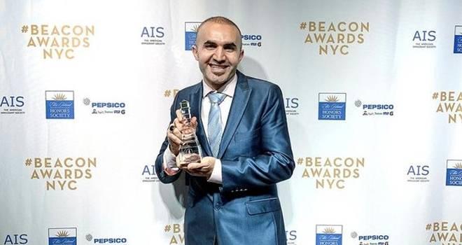 Hakkı Akdeniz 'ABD'nin en başarılı göçmeni' ödülünü kazandı