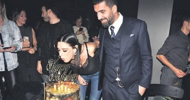 Arda Turan'dan eşi Aslıhan Doğan Turan'a milyonluk jest!