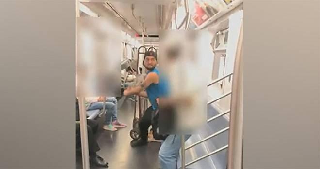 Metroda metal sopayla dövdü!