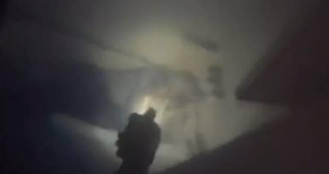 Polis banyoda yakaladığı tecavüz şüphelisine kurşun yağdırdı!